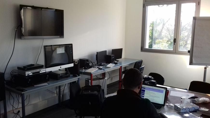 Une salle de classe dans le nouveau bâtiment du village documentaire