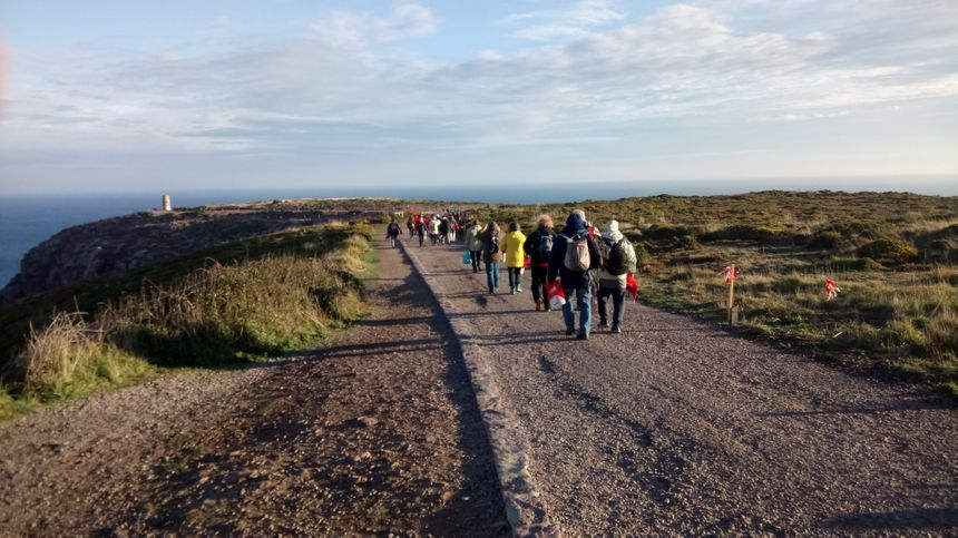 Les premiers spectateurs arrivent au Cap Fréhel.