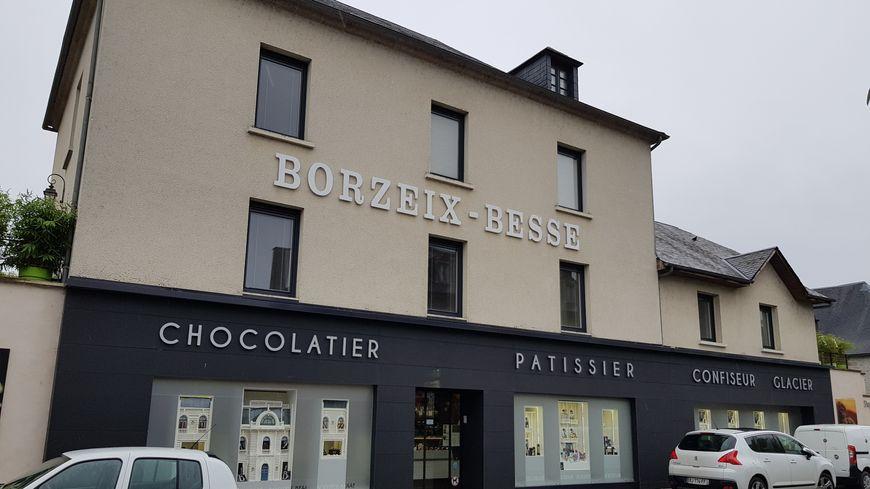 La maison historique de l'enseigne Borzeix-Besse à Treignac (3 et 5 avenue Léon Vacher)