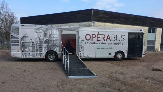L'Opéra Bus à Issoudun, en région Centre-Val de Loire.