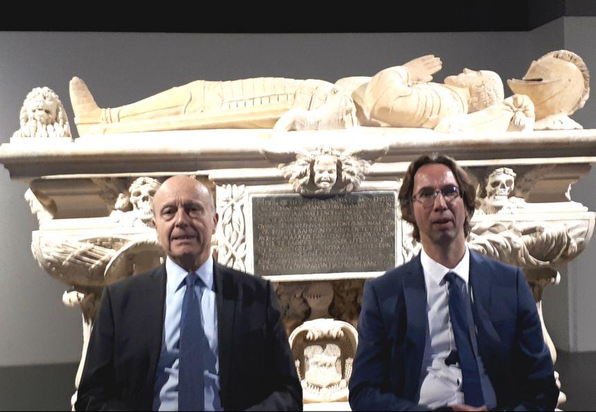 Alain Juppé aux côtés de Laurent Vedrine, conservateur du Musée d'Aquitaine