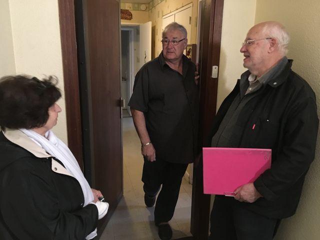 « On nous dit qu'on ne sera pas expulsé si on ne peut pas acheter notre appartement, mais la vente pose d'autres problèmes » s'indignent Robert et Josette de l'amicale des locataires.