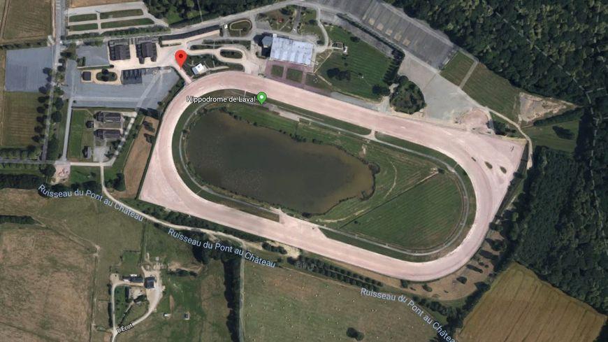 L'hippodrome de Bellevue-la-Forêt à Laval.