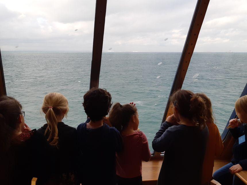 Même s'ils habitent Calais, beaucoup de ces enfants n'avaient jamais pris le ferry.