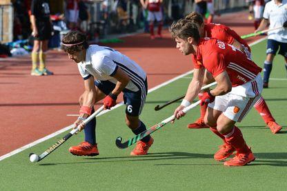 Un sport fluide et très rapide, dont les règles sont assez proches de celle du football.