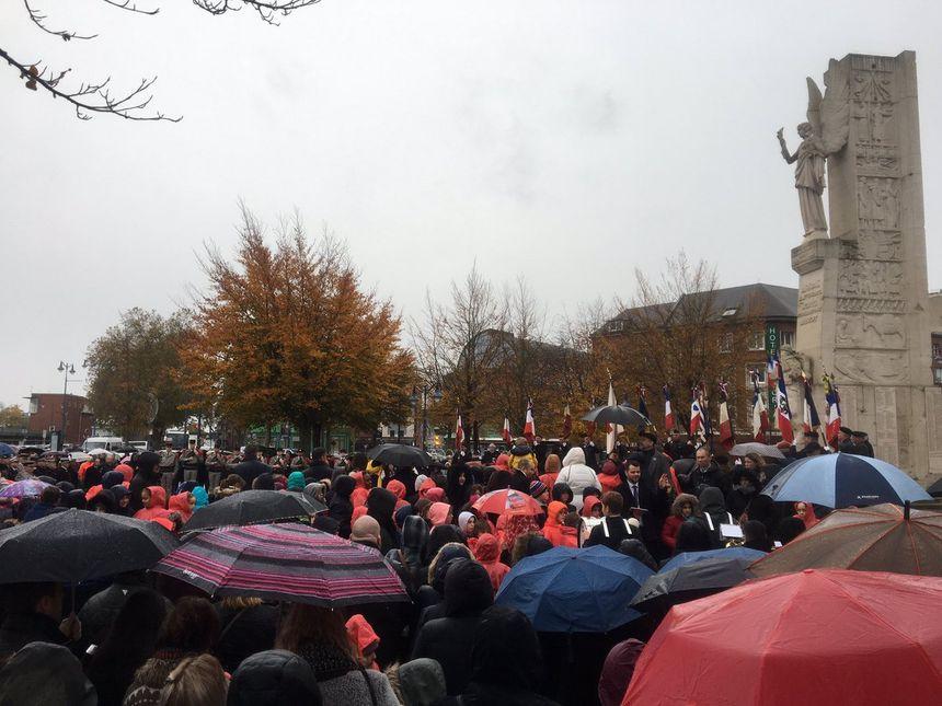 La foule rassemblée à Arras.