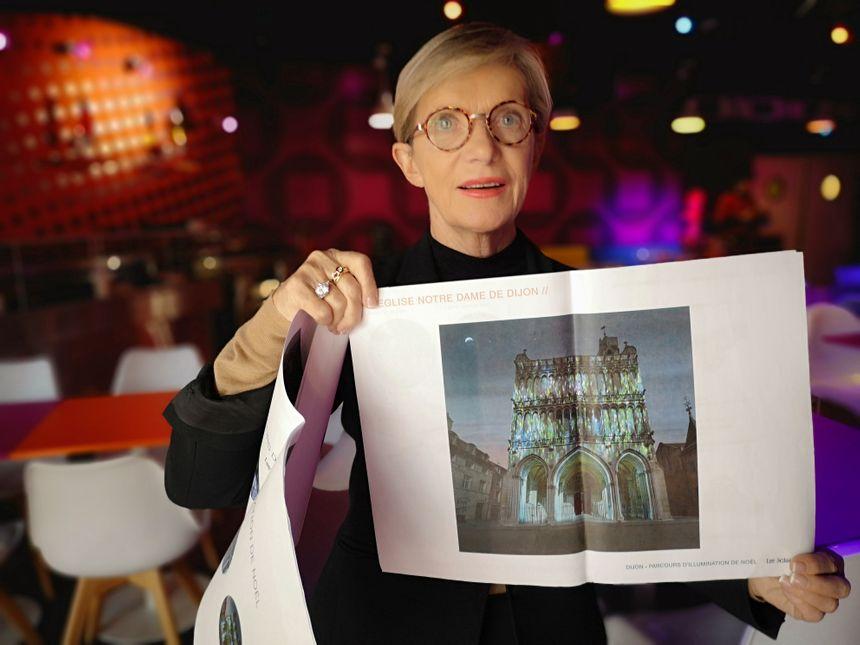 Danielle Juban, adjointe au maire déléguée à l'attractivité, au commerce et à l'artisanat, montre le projet d'habillage lumineux de l'église Notre-Dame.
