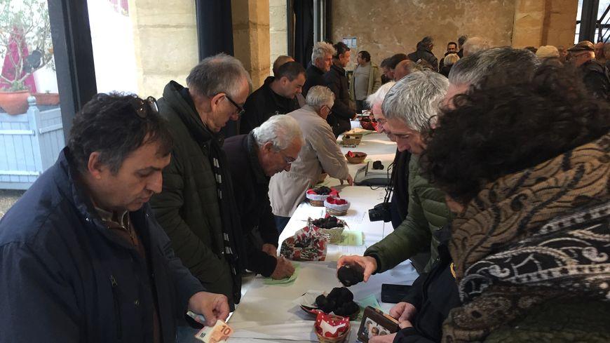 Au marché aux truffes de Sainte Alvère