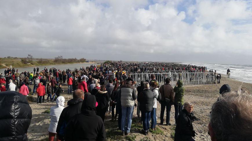 Des centaines de personnes sont venues admirer ce spectacle taurin sur la plage des Saintes-Maries-de-la-Mer.