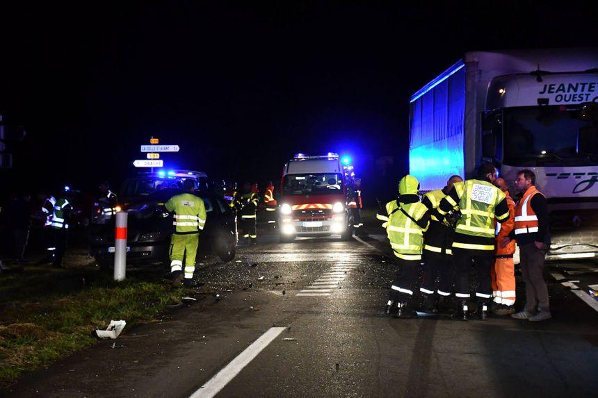 Dans la voiture, il y avait une femme et quatre enfants : trois d'entre eux ont été gravement blessés