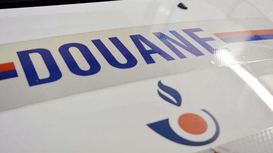 Les douaniers ont contrôlé le bus au péage de Bénesse Maremne.
