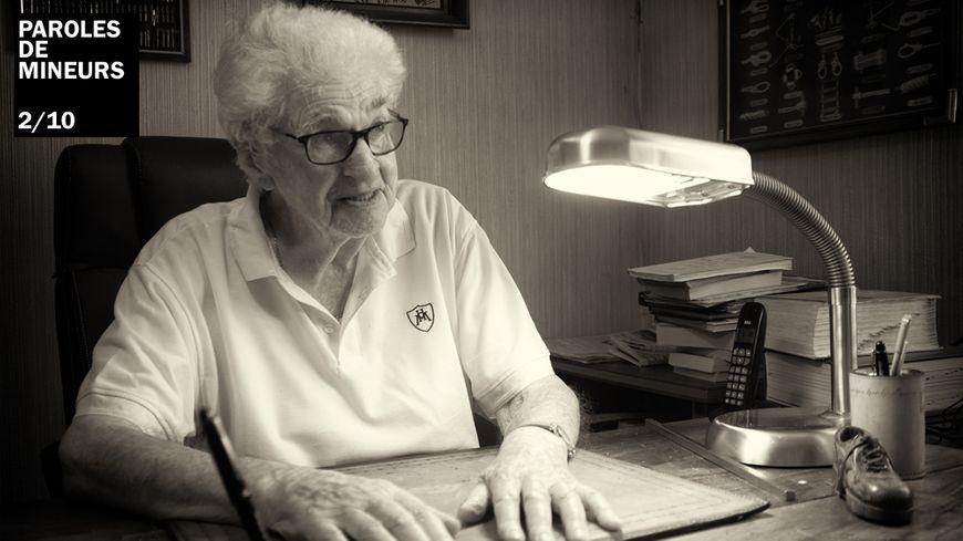 Henri Delorme, ancien mineur, dans son bureau