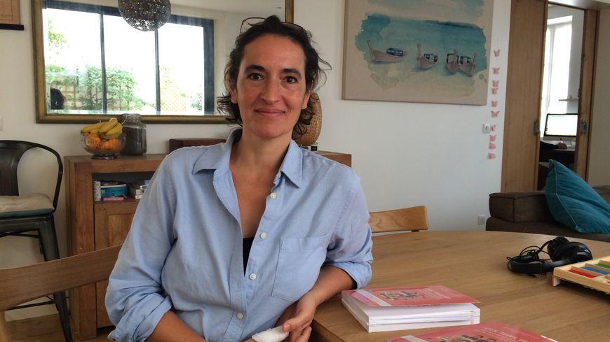 """Christelle Chantreau , l'auteure de """"Dys, TDAH, EIP, le manuel de survie des parents"""". Un livre témoignage et pratique."""