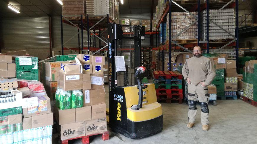Miguel Lamboley, le logisticien des banques alimentaire de Franche Comté dans le nouvel entrepôt de Montbéliard