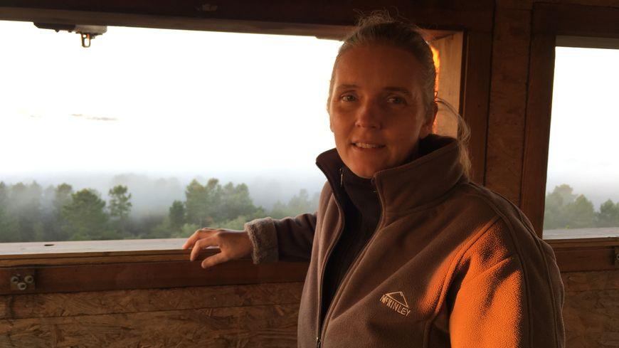 Les Grues cendrées nichent dans les pays du Nord de l'Europe. A l'automne, elles partent pour le Sud et les Landes, explique Sophie Laugareil.