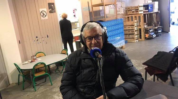 Le président des Les Restos du Coeur de Haute-Savoie Didier Lotte au micro France Bleu