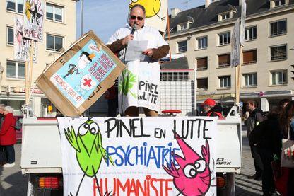 03/11/2018 à Amiens - Manifestation devant l'hôpital psychiatrique Philippe Pinel