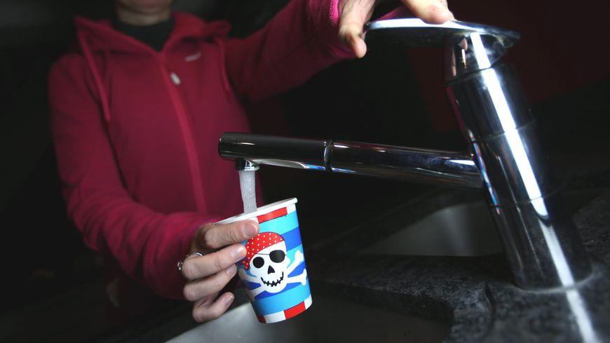 Interdiction de consommer de l'eau dans six communes de la Somme