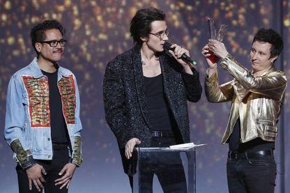 """Le trio de rock français Radio Elvis, récompensé du prix """"Album Révélation"""" aux Victoires de la Musique 2017 (Le Zénith, Paris, 10 février 2017)."""