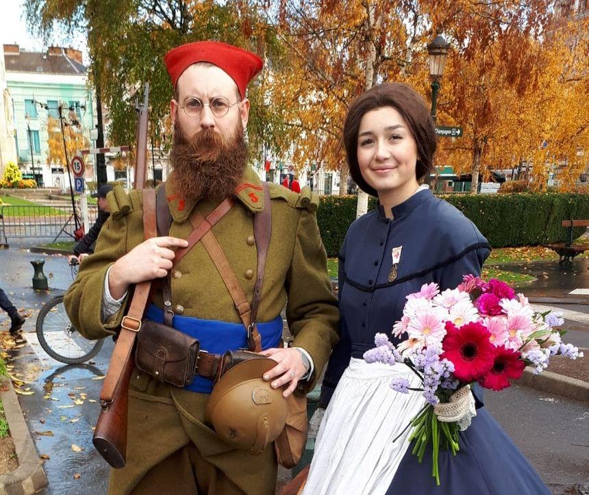 Soldat du 3eme régiment de zouave et une infirmière second empire.