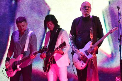 The Smashing Pumpkins en concert, pendant la tournée «Shiny and Oh So Bright», au Golden 1 Center le 28 août 2018 à Sacramento, en Californie.