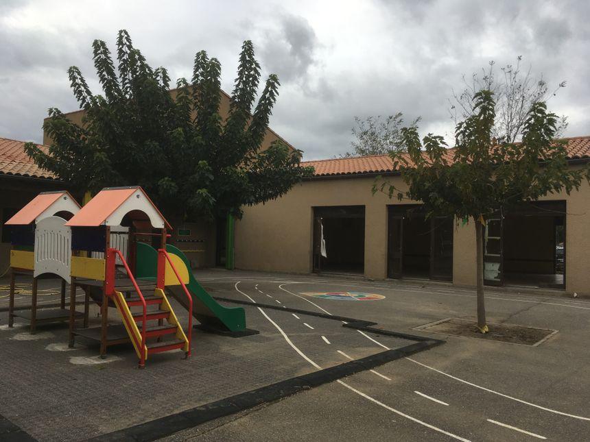 Dans l'école maternelle, il ne reste plus rien les portes-fenêtres ont été arrachées par la force de l'eau.