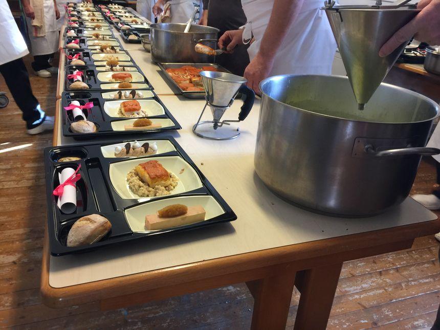 Le repas du midi avant la distribution dans les celulles