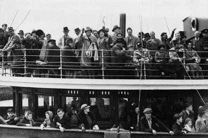 Un bateau de réfugiés en juin 1940.