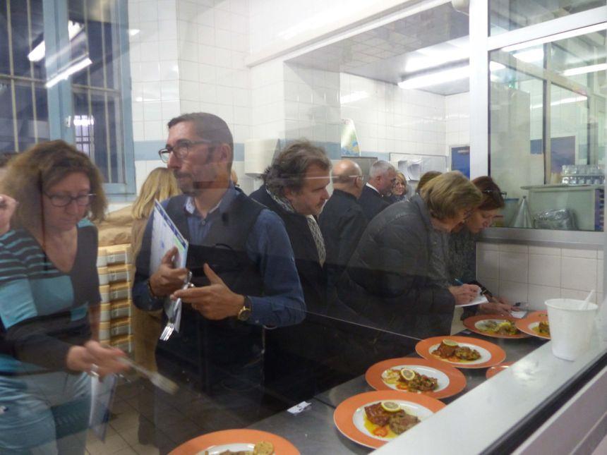 Le jury note les créations culinaires des détenus