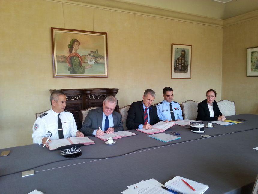 Thomas Boudault DDSP, Francis Cahon ENEDIS, le préfet Patrice Latron, le colonel Boismoreau, Julia Capel Dunn directrice du cabinet du préfet