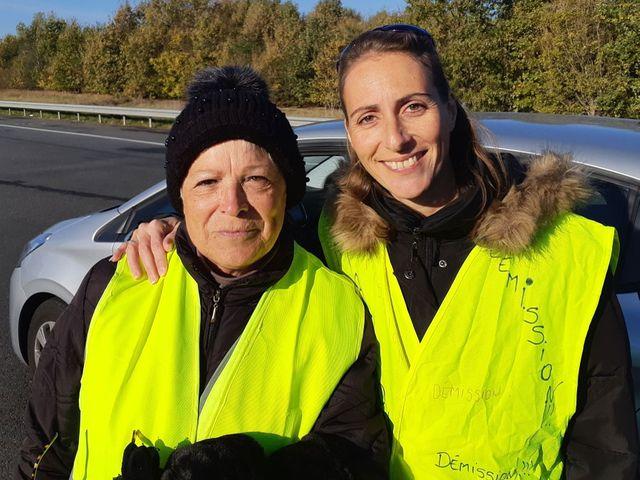 Bernadette à droite à 35 ans et Isabelle à gauche, Gilets jaunes à Toulouse.