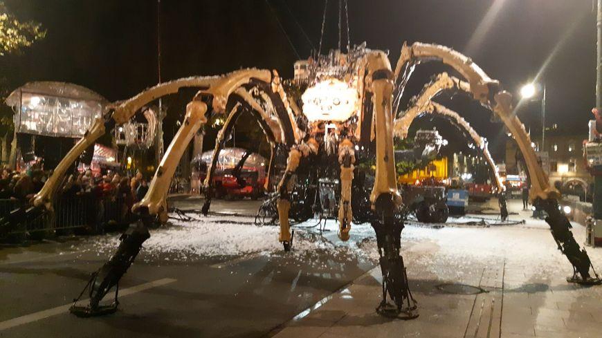 L'araignée géante de la Machine s'est réveillée, jeudi 1er novembre,
