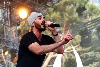 Gringe, rappeur et acteur français, sur la scène du festival Les Déferlantes, à Argelès-sur-Mer, le 08 juillet 2016