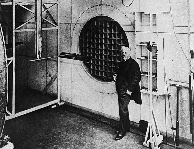 """Gustave Eiffel dans son """"laboratoire"""""""