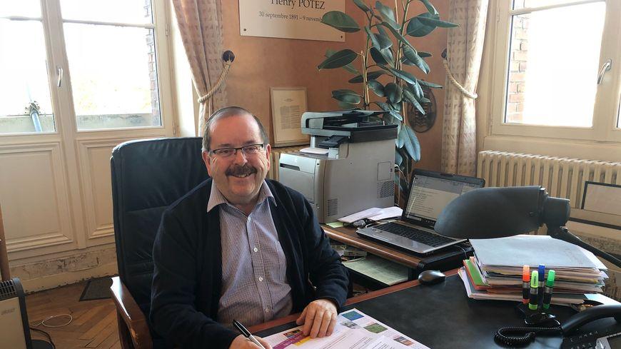 Claude Cliquet, le maire d'Albert dans son bureau