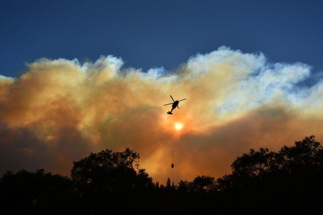 Les secours luttent sans relâche contre les incendies, notamment près de Paradise.