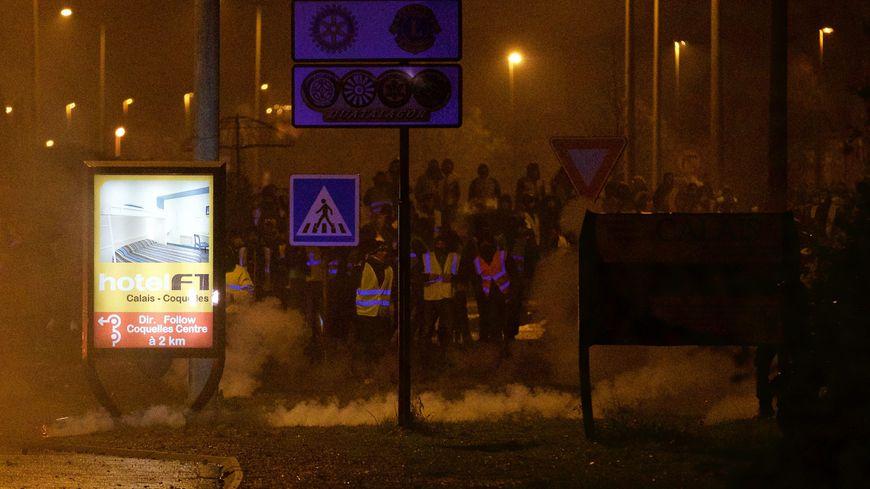 C'est la deuxième nuit consécutive d'affrontements à Calais