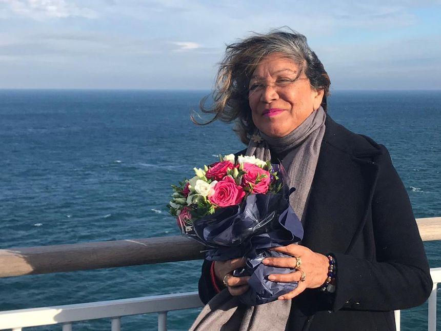 Teura Colas, dimanche 4 novembre à bord du Pont-Aven, pour rendre hommage à son mari, Alain Colas.