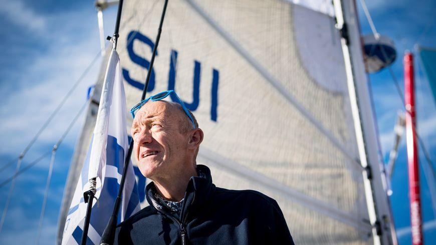 """Jacques Valente à bord de son bateau """"Evian"""""""