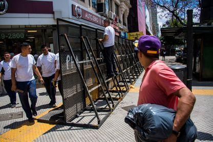 Plus de 25.000 policiers seront mobilisés pour le G20 à Buenos Aires et ont commencé à installer des barrières de sécurité dans les rues