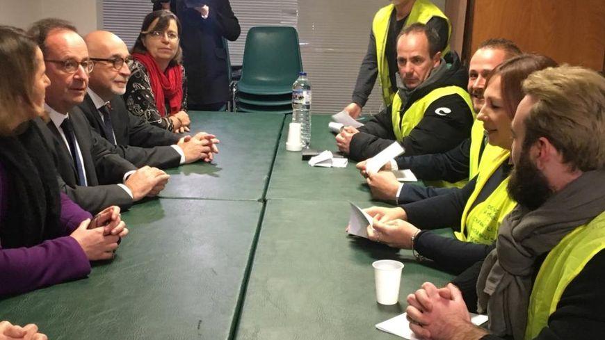 François Hollande à Montauban, dans un local à proximité de la permanence du PS du tarn-et-Garonne