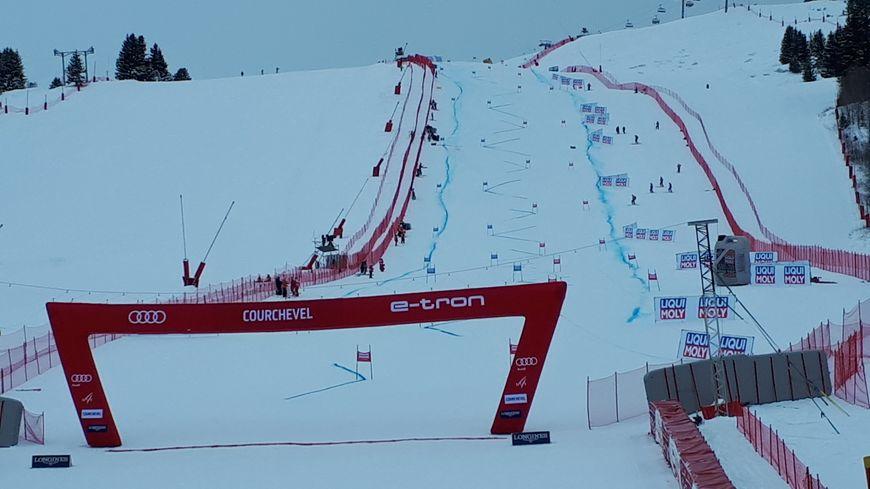Jour blanc à Courchevel pour la première manche du slalom géant de coupe du monde.