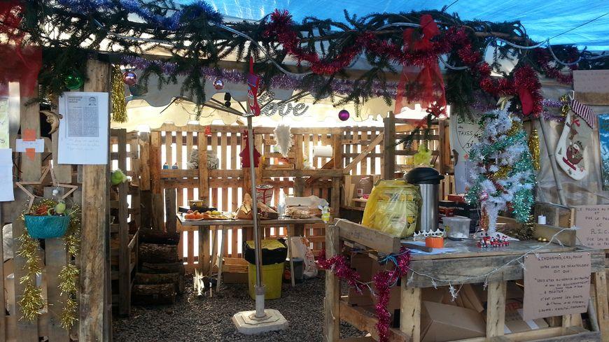 La cabane de Noël des gilets jaunes à Oloron