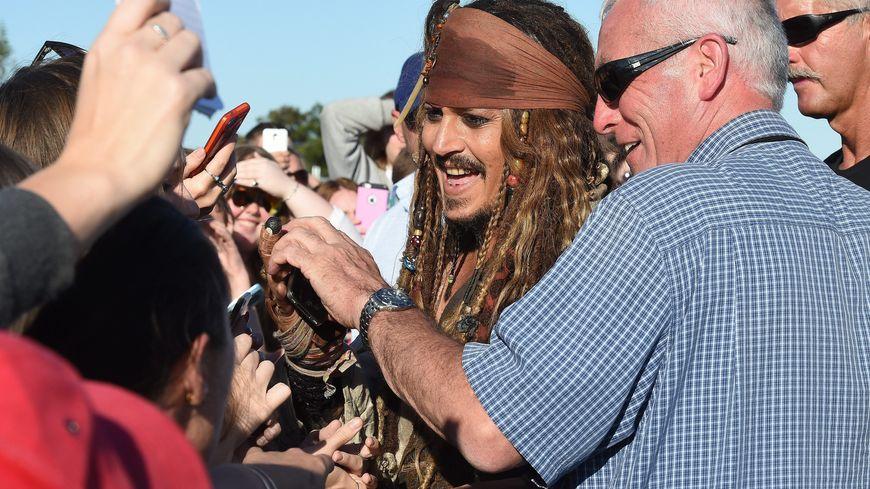 """L'acteur américain Johnny Deep, en Jack Sparrow, le célèbre pirate qu'il incarne dans la saga """"Pirates des Caraïbes"""""""