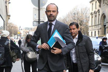 Edouard Philippe a annoncé ce mardi la suspension des taxes pendant six mois sur les carburants et les tarifs du gaz et de l'électricité
