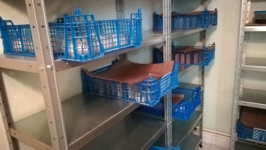 Ici, la salle de cure, où les savons sont entreposés plusieurs semaines avant d'être commercialisés