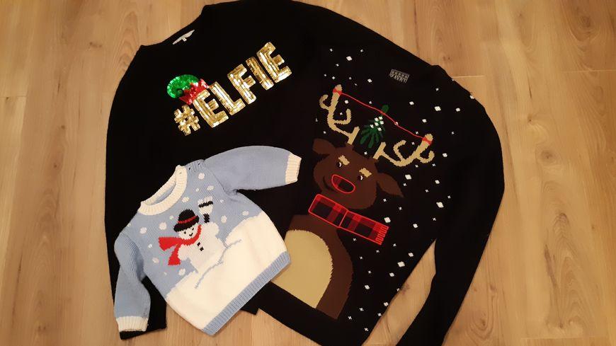 Pour homme, pour femme ou pour enfants, les pulls de Noël s'arrachent.