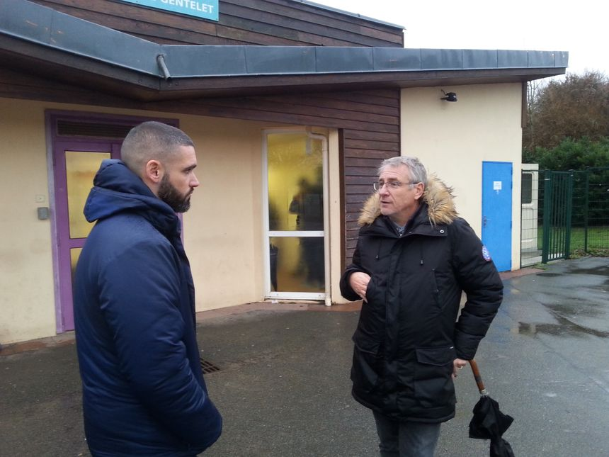 Dès qu'il le peut, Vincent Cabin échange avec les entraineurs franciliens pour récupérer des informations