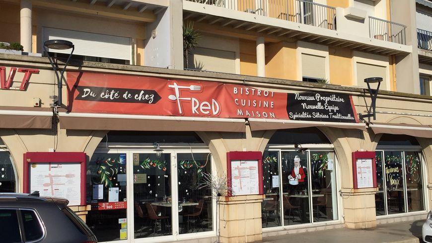 """Le restaurant """"Du côté de chez Fred"""" près du Mole à Sète"""