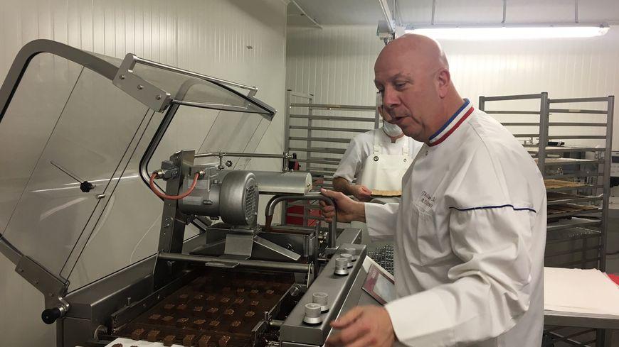 Philippe Bel meilleur Ouvrier de France dans son atelier